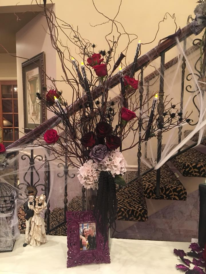 Deborah Strand Designs placed red roses throughout the room